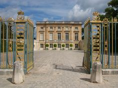 View of the Petit Trianon, Queen Marie Antoinette's personal estate at Versailles, from the courtyard © EPV