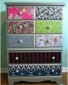 Gavetas forradas com tecido, ideal para atelier, um sonho!  #homeofficedecoraterapia #diydecoraterapia