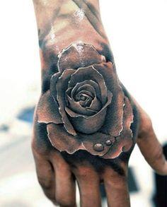tatuaże na dłoni róża
