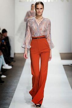 Τέλος τα skinny και τα σκισμένα- Ψηλόμεσες 70's παντελόνες, η νέα «καυτή» τάση [εικόνες] | iefimerida.gr
