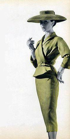 Balenciaga Summer Suit, par Maurie Daboux ¸. Moda Retro, Moda Vintage, Vintage Wear, Vintage Outfits, Fifties Fashion, Retro Fashion, Vintage Fashion, Womens Fashion, Vintage Glamour