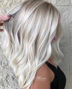 65 Gorgeous Ice Blonde Hair Color Trends for 2018 You may find here the modern looks of ice blonde hair colors and hairstyles to show off in year Ladies who are recently seeking for latest trends of blonde shades they are advised to visit this link t Ice Blonde Hair, Icy Blonde, Platinum Blonde Hair, Blonde Color, Blonde Shades, Pretty Blonde Hair, Ice Blonde Highlights, Long Bob Blonde, Silver Blonde