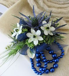 Ornithogalum arabicum, blue thistle (eryngium), green wheat, pitta negra pittosporum, and sedum corsage