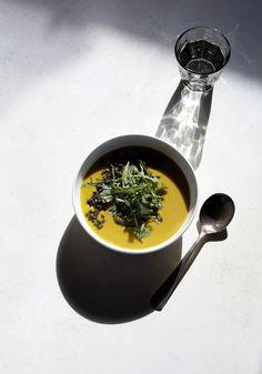 creamy miso kabocha soup with lemongrass, turmeric root & crispy lentils (gluten-free, vegan) / sassy kitchen