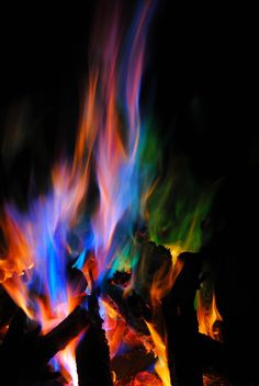Rainbow Flames ~ As a Kid, I remember my Dad making fires like this in our fireplace! Deep Books, Fire Photography, Into The Fire, Fire Art, Over The Rainbow, Fire Rainbow, Belle Photo, Rainbow Colors, Color Splash