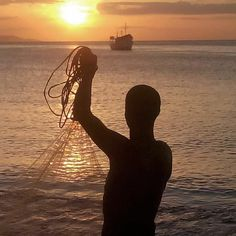 @Regrann from @joseboadasmillan -  #atardecer#bahiadejuangriego#pescacor#atarraya#islademargarita#nuevaesparta#venezuela#venezuela_estrella#ig_islademargarita#fotomargarita#climamgta