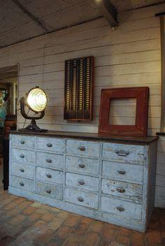 Cabinet de rangement roulettes fes maisons du monde for Ancien meuble de pharmacie