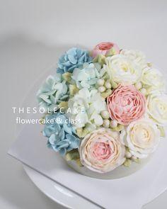 <thesole's blossom> Pretty blossom:) 큼직한 수국이 넘나 탐스러워요~~^^ - Made by inyeong #cake#cakedesign#flowercake#buttercreamcake#buttercreamflowercake#koreanflowercake#koreanbuttercreamflowercake#thesolecake#class#privatelesson#lesson#instacake#baking#더쏠케이크#클래스#플라워케이크#버터크림케이크#버터크림플라워케이크#꽃케이크#인스타케이크#베이킹#원데이클래스#특별한선물#웨딩#파티