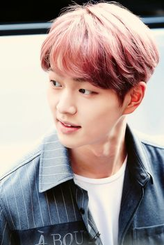 Onew 온유 from SHINee 샤이니