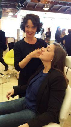 Lola maquillando en #feriadebodasmontesnorte #noviasCiudadReal #CiudadReal #maquilladoresCiudadreal http://nubr.co/RByTh2
