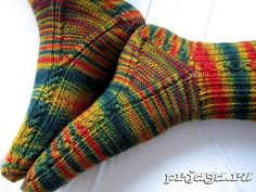 Ravelry: 'brainless' pattern by Yarnissima (toe sock crafts) Loom Knitting, Knitting Socks, Hand Knitting, Crochet Socks, Knit Crochet, Sock Crafts, Knit Shoes, Patterned Socks, Knitting Accessories