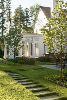 Front Yard Garden Design Best pictures, images and photos about front yard landscaping ideas with porch Farmhouse Landscaping, Front Yard Landscaping, Landscaping Ideas, Patio Ideas, Mulch Landscaping, Backyard Ideas, Southern Landscaping, Inexpensive Landscaping, Gazebo Ideas