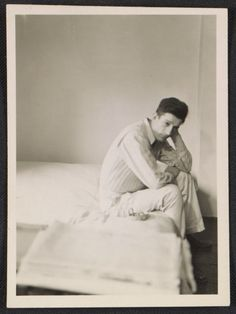 Citation: Morris Louis seated on the edge of a bed, 194-? / unidentified photographer. Morris Louis and Morris Louis Estate papers, Archives of American Art, Smithsonian Institution.