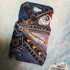あたし用の(笑) 相方さんが制作(笑) デザインは違うけど、同じdieselを使ってプチペアになっとります。 #デニムリメイク #デニム #denim #リメイク #ハンドメイド #手作り #制作 #jeans #ジーンズ #ジッパー #スタッズ #赤チェック #チャック #スマホカバー ... Denim Art, Creative Arts And Crafts, Denim Purse, Denim Crafts, Old Jeans, Denim And Lace, Upcycle, Sewing Projects, Mini