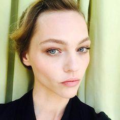 Met Gala Makeup, Sasha Pivovarova. High Forehead, Sasha Pivovarova, What Makes You Unique, Perfect Skin, Face Shapes, Glowing Skin, Healthy Skin, Short Hair Styles, Beautiful Women