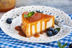 Hoy te traigo una receta original: el cheesecake de dulce de leche. Si eres de Latinoamérica, especialmente del sur, ya conoces este delicioso manjar procedente del Río de la Plata. Pero esta que traigo hoy no es una receta cualquiera: es la receta de David Lebovitz, un famoso chef a nivel mundial. ¡Sorprende