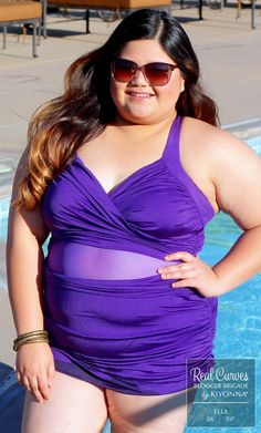 """Blogger Ella (5'0"""" and a size 1x/2x) soaks up the sun in Kiyonna's plus size Sand and Glam Illusion Swimsuit. Explore more made in the USA swimwear at www.kiyonna.com. #KiyonnaPlusYou #OOTD"""