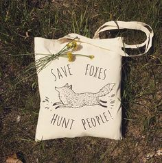 An environmentally friendly tote bag with a pretty direct message :) A perfect gift for vegans, vegetarians animal activists or anyone who cares about animals :) Great for carrying your books, groceries, picnic snacks, literally anything ! Especially if you want to spread your love for foxes and state that youre against fox hunting ! ------------------------------------ Materials: Purely eco-friendly product !!! Each bag is made of organic textile: - a certified 100% Fair Trade natural…