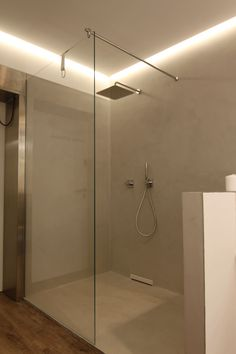 In operation for a year, our seamless bathroom with shower in the exhibition of Bad-Will! - Home Page Upstairs Bathrooms, Small Bathroom, Frameless Shower, Rain Shower, Wall Design, Lighting Design, Bathroom Lighting, Sweet Home, New Homes