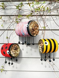 Insect nesting aid Tin Can Crafts, Diy Home Crafts, Garden Crafts, Creative Crafts, Garden Projects, Diy For Kids, Crafts For Kids, Summer Crafts, Toddler Crafts