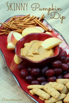Skinny Pumpkin Dip is a healthy dip recipe you can serve for a tasty Fall snack idea!