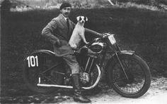 Lui viene con me...oltre la Sarolea! La Saroléa, storica azienda belga produttrice di motociclette di lusso fondata nel 1850 a Herstal da Matthias Joseph Saroléa. La produzione motociclistica iniziò nel 1892 rendendo la Saroléa la prima fabbrica di moto nata in assoluto in Belgio e una delle prime nel mondo. L'azienda cesserà di esistere definitivamente nel 1963.
