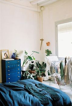 Plants in the bedroom! Love this wild corner in this bedroom via 16house.blogspot.com.au   Sacred Flow