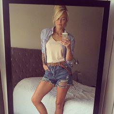 «Trop belle et trop beau vêtements ❤️ @carolinereceveurlucas #Caroline#magnifique#love»