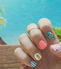 Summer nails on fleek.