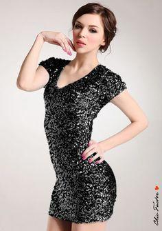 Gorgeous little sequin dress in black!