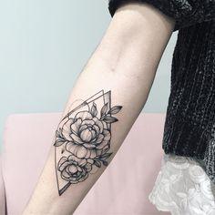 Made in @desoleepapa #floraltattoo #floral #blacktattooing #tattoo #tattooed #tattooartist #botanicaltattoo #blackwork #blxckink #blacktattooart #blacktattoos #amazinink #annabravo #dotworktattoos#dotworktattoo #wowtattoo #inked #dotworkers#iblackwork#inked#tattooart#botanicaltattoo#linework#inkedmag#inked#inkedup#blackinkedart#blackart#t2me#inkstinctsubmission#onlyblackart