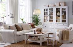 Des jolies vitrines pour admirer vos objets préférés #HEMNES #IKEA #séjour