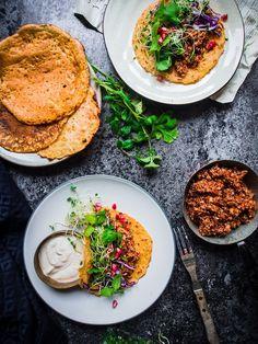 KIKHERNETACOT, HARISSAKVINOAA, TAHINIA JA SILMUSALAATTIA // Viimeistä Murua Myöden Veggie Recipes, Vegetarian Recipes, Dinner Recipes, Healthy Recipes, Vegan Lunches, Vegan Foods, Pesco Vegetarian, Healthy Meal Prep, Couscous