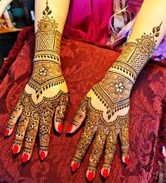Mehndi applied to the hands. Photo credit: Unknown.