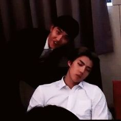 sehun and kyungsoo. sleeping while sehun having fun 😂 Kyungsoo, Kaisoo, Chanbaek, Exo Ot12, Park Chanyeol, K Pop, Wattpad, Rapper, Kim Minseok