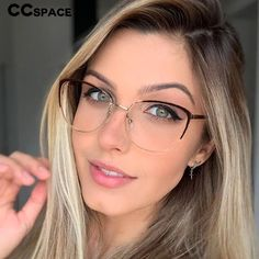 Glasses For Round Faces, New Glasses, Cat Eye Glasses, Glasses Sun, Blonde With Glasses, Girls With Glasses, Glasses Frames Trendy, Eyewear Trends, Men's Eyewear