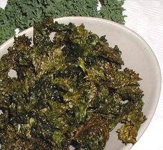 Kale chips are delicious; don& let their extreme healthfulness deter you from making this awesome, crunchy, salty snack for your next movie date or game night! Kale Chip Recipes, Veggie Recipes, Healthy Recipes, Yummy Recipes, Recipies, My Favorite Food, Favorite Recipes, Kale Chips, Chips Food