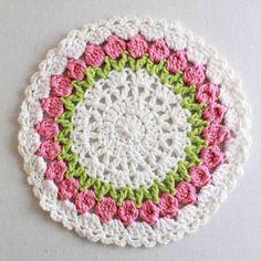 Picture of Floral Bouquet of Dishcloths Set 1 Crochet Pattern