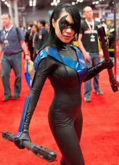 Fem!Nightwing cosplay. I like that she adapted the blue pieces to have an armour function to them.
