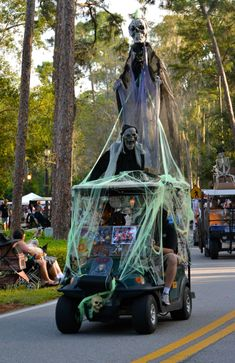 MouseSteps - Disney's Fort Wilderness Golf Cart Parade 2015 Brings Out Over 100 Carts Including Star Wars, Minion, Monorail Carts Golf Halloween, Halloween Camping, Halloween Parade, Halloween 2020, Holidays Halloween, Halloween Decorations, Halloween Costumes, Halloween Ideas, Zombies Run