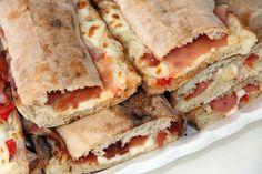 Vi aspettiamo a Vico del Gargano sul gargano per festeggiare la paposcia pane tipico locale farcito http://hotelsulgargano.blogspot.it/2014/07/w-la-paposcia.html