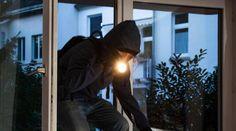 Noto imprenditore nel mirino dei ladri: banditi messi in fuga dalla vigilanza