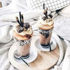 Images and videos of desserts and sweets Yummy Treats, Delicious Desserts, Sweet Treats, Dessert Recipes, Dessert Food, I Love Food, Good Food, Yummy Food, Tumblr Food