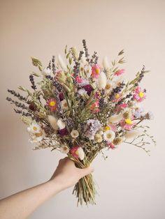Simple Wedding Bouquets, Bridal Bouquet Fall, Flower Bouquet Wedding, Wedding Dried Flowers, Flower Bouqet, Spring Flower Bouquet, Bouquet Champetre, Dried Flower Arrangements, Dried Flower Bouquet