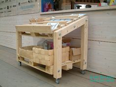 This pallet furniture inspires a working table for the shed.