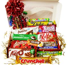 British Sweets Christmas Gift Box. Packed with all types of your favourite British sweets, Cadbury Crunchie, Nestle Aero, Nestle Kit Kat, Fry's Turkish Delight, Jacob's Orange Club, Walker's Toffee, Flake, Fry's Chocolate Cream, Kinder Bueno, Maltesers, Rowntrees Fruit Pastilles, Barratt Refreshers, and a Fry's Peppermint cream bar. Each sweets box makes a fantastic gift for friends, family, or clients. Some items may be substituted due to seasonal availability.