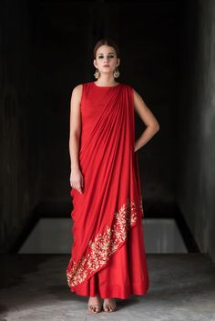 velvetbytes engagement dresses sparkle latest source indian outfit ideas women bling for by Latest engagement dresses for Women Indian engagement outfit ideas Bling Sparkle Source by You can find Dresses and more on our website Indian Engagement Outfit, Engagement Dresses, Wedding Dresses, Indian Designer Outfits, Indian Outfits, Designer Dresses, Indian Designers, Moda India, Look Short