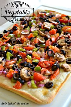 Light Vegetable Pizza - Lady Behind The Curtain - This could be PKU friendly with some adapting. Italian Recipes, Great Recipes, Dinner Recipes, Favorite Recipes, Vegetarian Recipes, Cooking Recipes, Healthy Recipes, Pizza Legume, Good Food