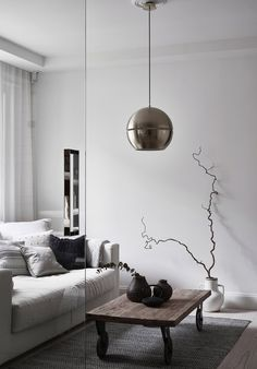 Since lately I'm very inspired by homes with darker paint on the walls, however seeing this bright white Finnish home makes me revisit my plans for my white walls. The white reflecting on the wall makes this home look so … Continue reading → Deco Furniture, Furniture Outlet, Online Furniture, Nordic Design, Scandinavian Design, Scandinavian Interiors, Modern Style Homes, Bright Homes, Blog Deco