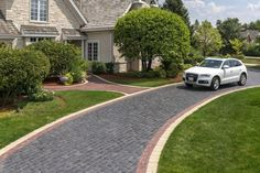 Unilock Driveway with Courtstone Paver and Copthorne accent - Photos Brick Paver Driveway, Asphalt Driveway, Front Walkway, Concrete Pavers, Stamped Concrete, Front Porch, Solar Driveway Lights, Driveway Lighting, Driveway Design